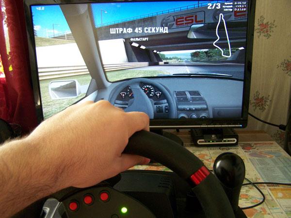 Игровой манипулятор logitech momo racing force.